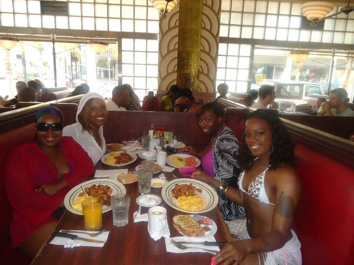 Breakfast at Jerry's Famous Diner South Beach