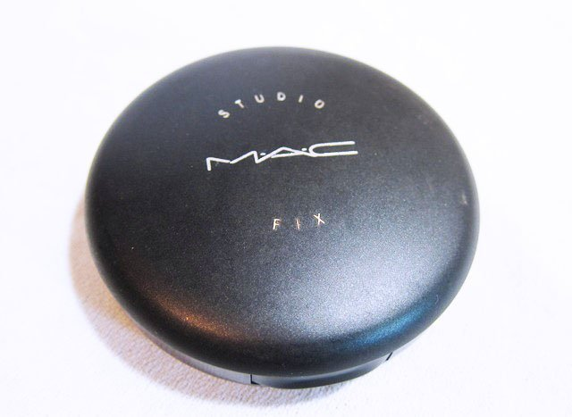 """MAC Studio Fix Powder Plus Foundation"""