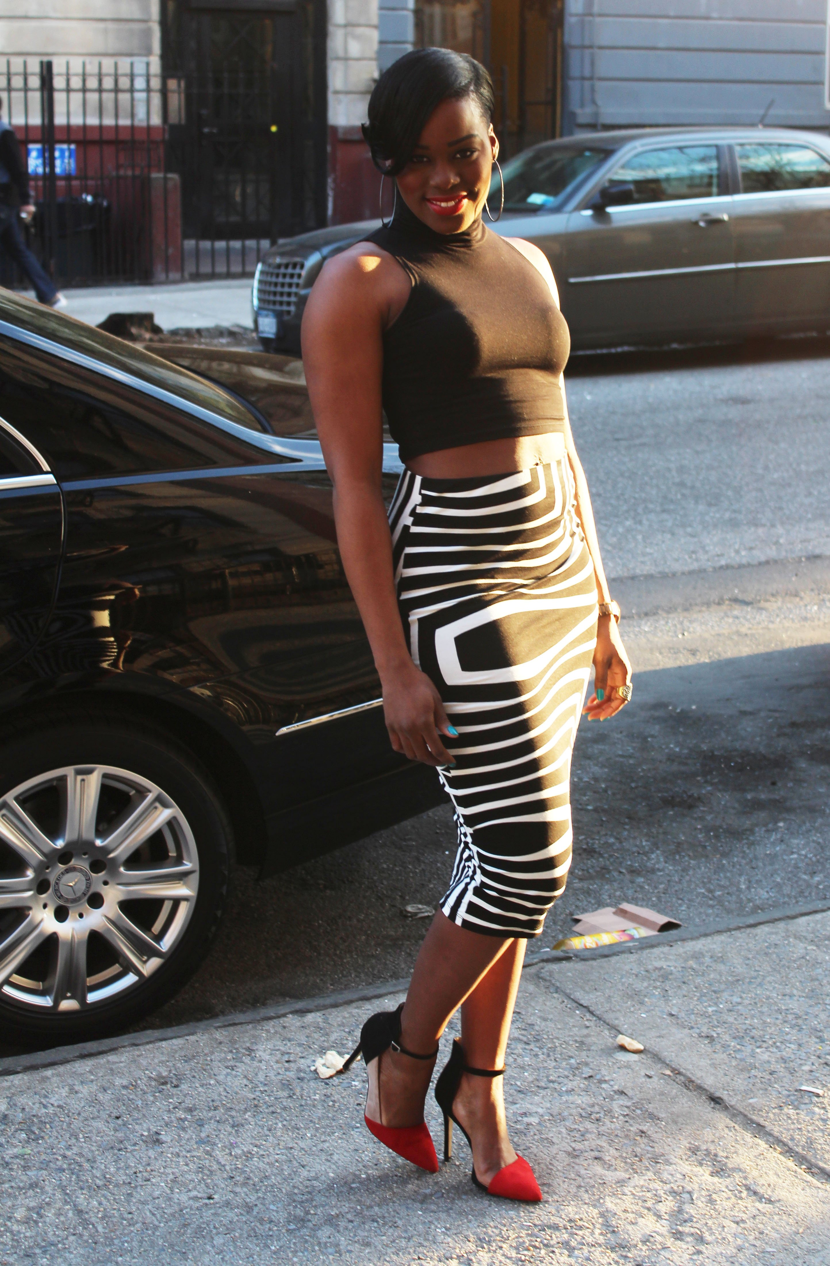 Outfit-Black-and-White-Crop-Top-Pencil-Skirt-4