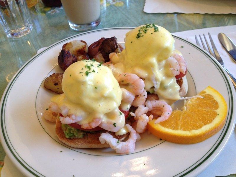 mama's san francisco shrimp and avocado eggs benedict