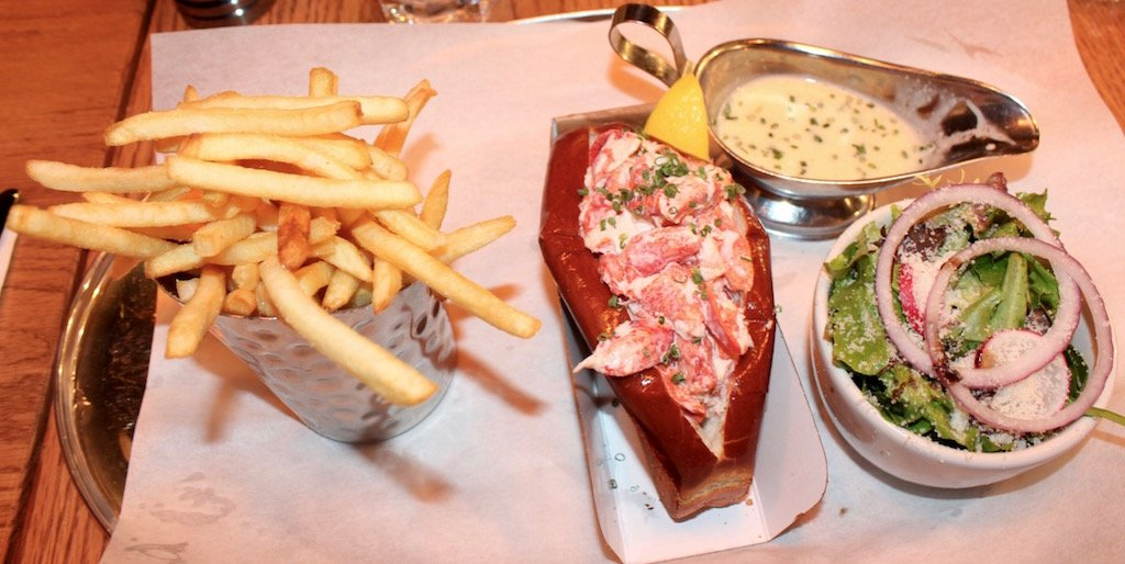 Burger & Lobster NYC Lobster Roll Review