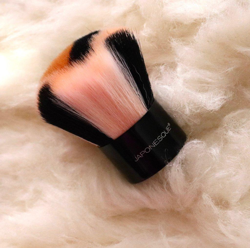 Fenty Beauty Body Lava Brush