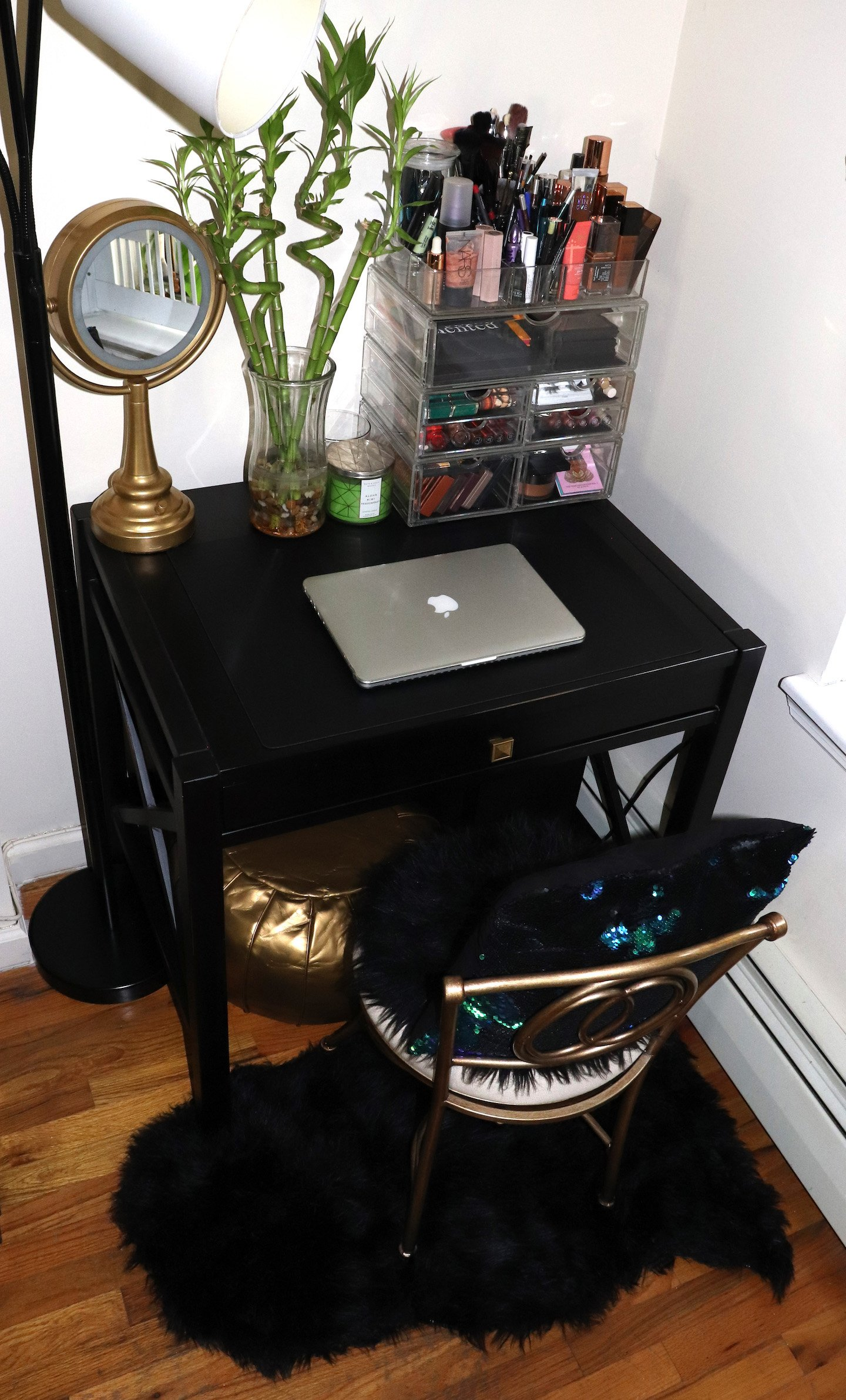 Shared Vanity Work Space Home Decor